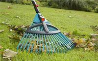 Комплект: Грабли пластиковые регулируемые (насадка для комбисистемы) + Ручка деревянная эргономичная 130 см (для комбисистемы) Gardena 03022-20